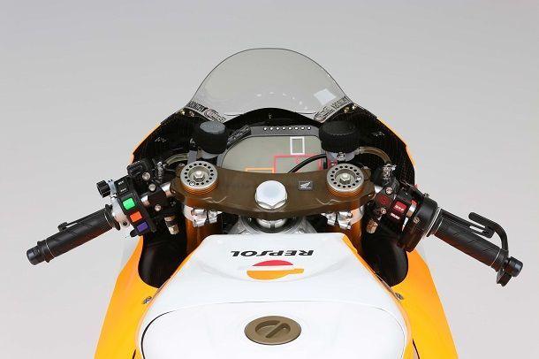 Repsol-Honda-RC213V-MotoGP-Dani-Pedrosa-03