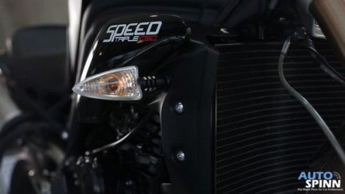 Teaser_Triumph_Speed_Triple_11