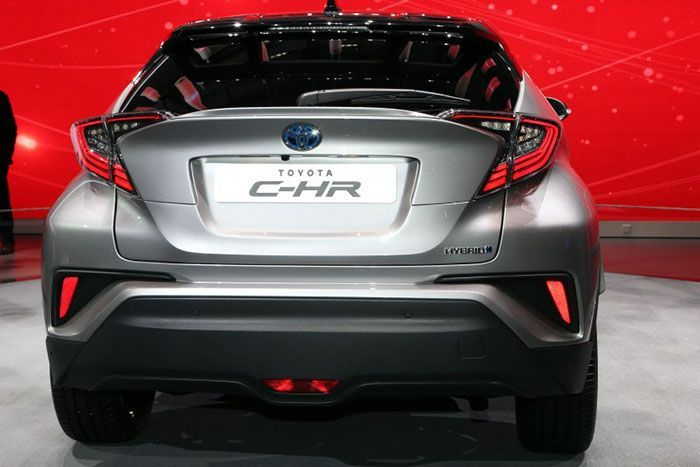 https://img.icarcdn.com/autospinn/body/Toyota-C-HR-Geneva-live-6-850x567.jpg