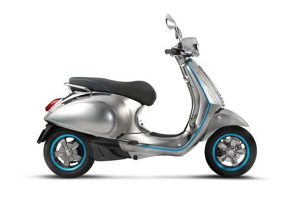 https://img.icarcdn.com/autospinn/body/Vespa-Elettrica-electric-scooter-02-1.jpg