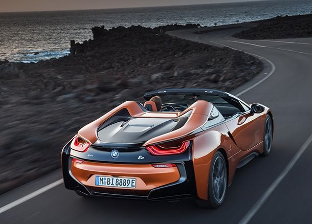 https://img.icarcdn.com/autospinn/body/a49f1172-2019-bmw-i8-roadster-coupe-34.jpg