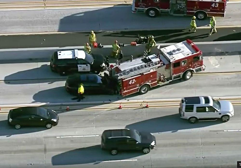 ชนอีกแล้ว ระบบขับขี่อัตโนมัติใน Tesla Model S เกิดอุบัติเหตุเสยรถดับเพลิงเข้าอย่างจัง