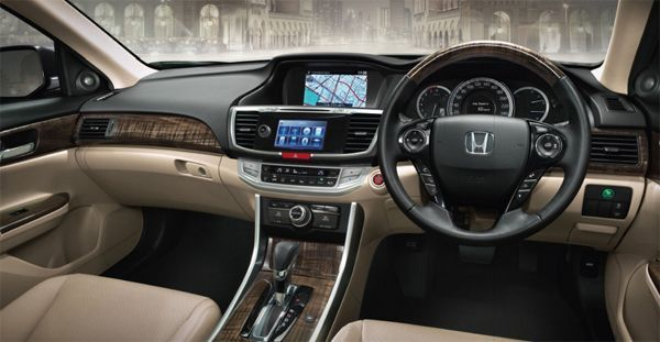 https://img.icarcdn.com/autospinn/body/accord-interior-2.jpg