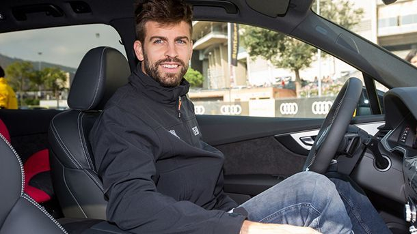https://img.icarcdn.com/autospinn/body/barcelona-players-receive-new-audi-cars-3.jpg