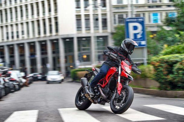 batch_2016-Ducati-Hypermotard-939-16