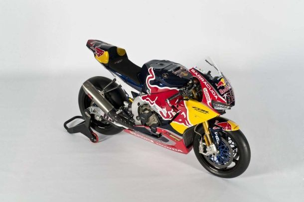 batch_2017-Red-Bull-Honda-World-Superbike-Team-Hangar-7-unveil-02