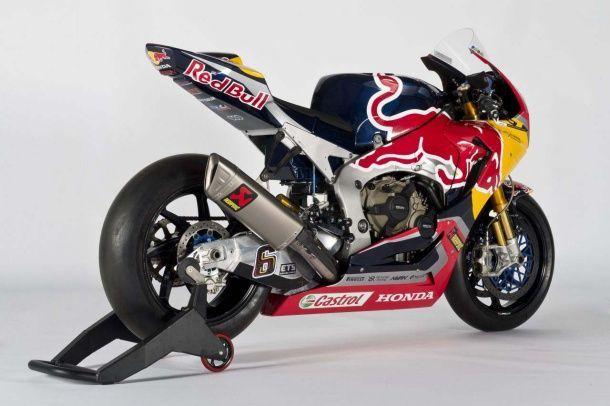 batch_2017-Red-Bull-Honda-World-Superbike-Team-Hangar-7-unveil-09