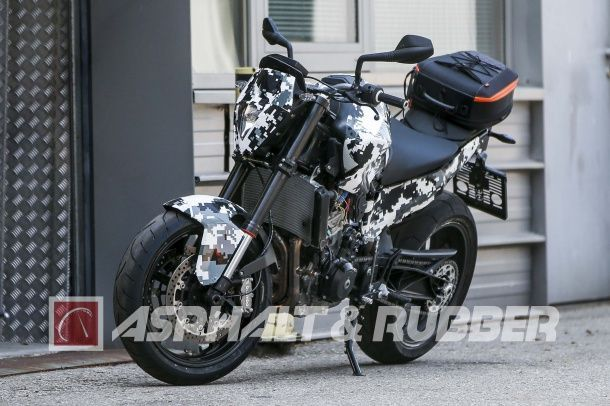 batch_KTM-800-Duke-spy-photos-02