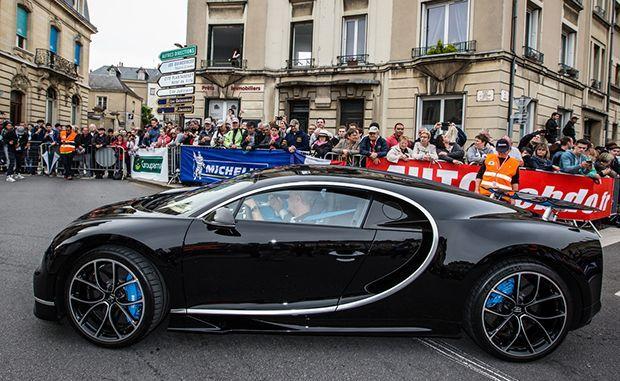 https://img.icarcdn.com/autospinn/body/bugatti-chiron-at-le-mans-parade-2.jpg