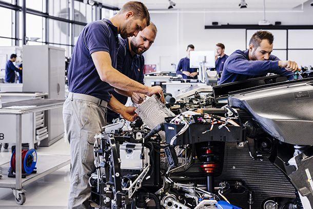 https://img.icarcdn.com/autospinn/body/bugatti-chiron-molsheim-atelier-10.jpg