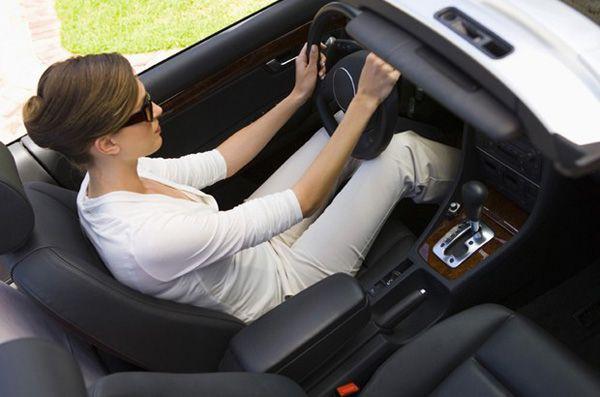 https://img.icarcdn.com/autospinn/body/convertible-hands-small-620x410.jpg