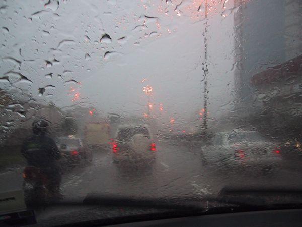 https://img.icarcdn.com/autospinn/body/driving-tips-in-the-rain.jpg