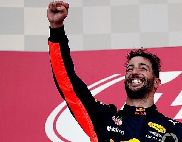 https://img.icarcdn.com/autospinn/body/f1-azerbaijan-gp-2017-podium-winner-daniel-ricciardo-red-bull-racing.jpg