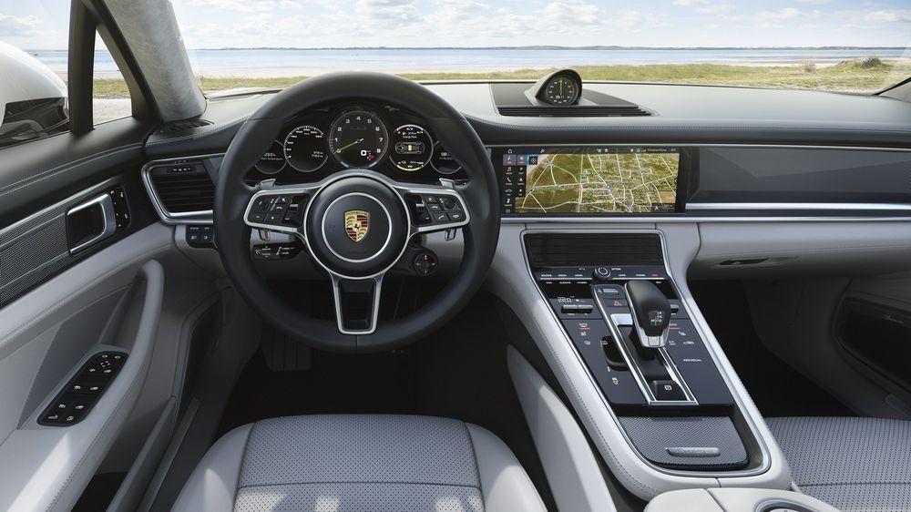 https://img.icarcdn.com/autospinn/body/fc687fca-porsche-panamera-turbo-s-e-hybrid-sport-turismo-9.jpg