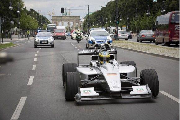 formula-e-electric-race-car_100433286_l