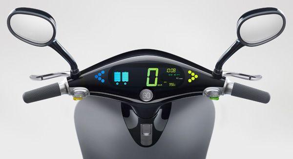 https://img.icarcdn.com/autospinn/body/gogoro-smartscooter-dashboard.jpg