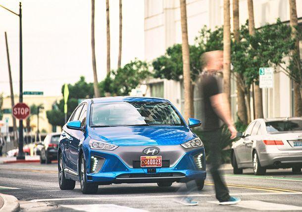 https://img.icarcdn.com/autospinn/body/hyundai-ioniq-autonomous-concept.jpg