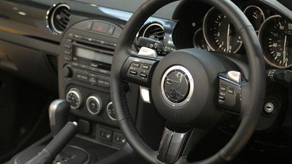 https://img.icarcdn.com/autospinn/body/mitsuoka-roadster-8_653.jpg