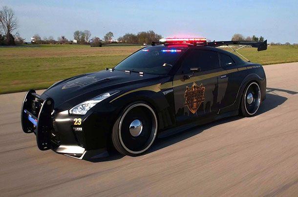 https://img.icarcdn.com/autospinn/body/nissan-gt-r-police-pursuit-2.jpg