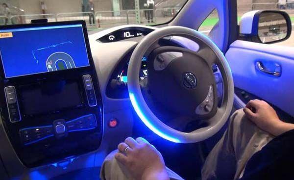 https://img.icarcdn.com/autospinn/body/nissan-leaf-at-nissan-autonomous-2.jpg