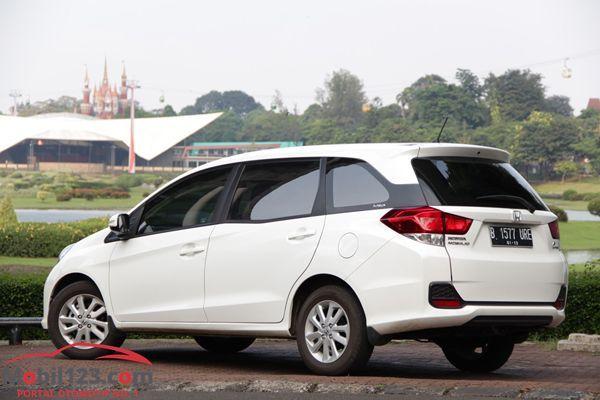 https://img.icarcdn.com/autospinn/body/review-Honda-Mobilio-2.jpg