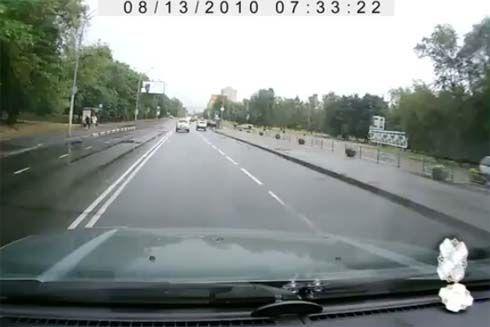 ของมันเคย! การจอดรถขั้นเทพแบบไม่ปกติในรัสเซีย ดูได้เอาเฮ แต่ห้ามเอาอย่าง