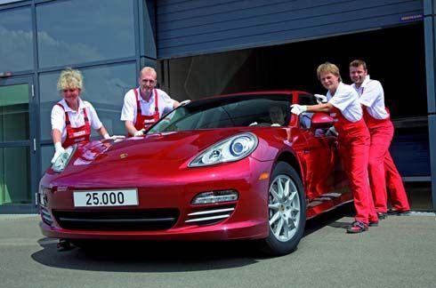 ขายดีตลอดกาล Porsche Panamera เดินทางมาถึงคันที่ 25,000 จากโรงงานในเยอรมันสู่อเมริกา
