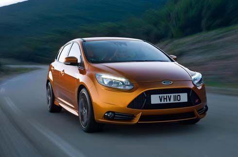 คลิปวิดีโอ Ford Focus ST รุ่นปี 2012 นวยนาดบนถนน พร้อมภาพนิ่งสวยๆเพิ่มเติม