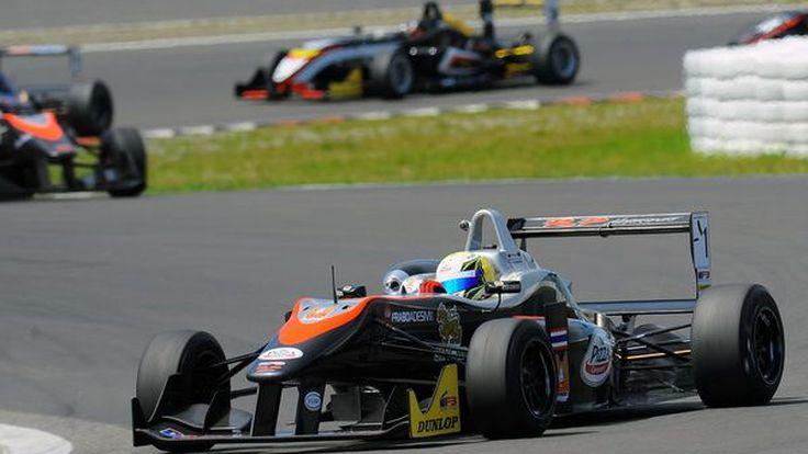 """ความฝันสู่ F1  """"แซนดี้ เคราแก้ว สตูวิค""""  นักแข่งชาวไทย"""