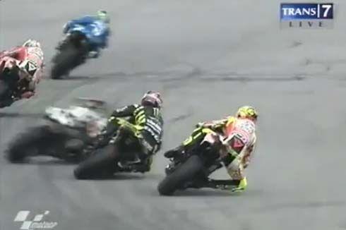 ช็อค! Marco Simoncelli เสียชีวิตจากอุบัติเหตุในการแข่งขัน MotoGP ที่มาเลเซีย