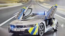 ถึงกับหัวใจวาย !! ตำรวจลาดตะเวนจากสาธารณรัฐเช็ก ซิ่ง BMW i8 ดับคาพวงมาลัย