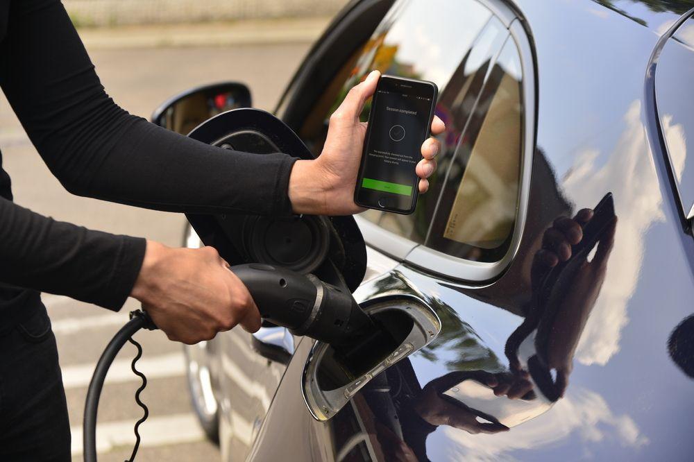 ปอร์เช่ เปิดตัว สถานีชาร์จพลังงานระบบดิจิทัล พร้อมให้บริการสำหรับรถยนต์ไฟฟ้า
