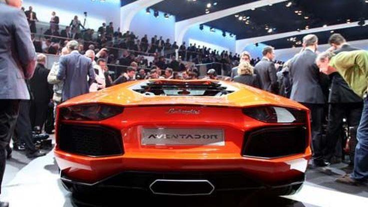 ฟังเสียงคำราม Lamborghini Aventador LP700-4 โชว์พาวระยะประชิด ผ่าน-ไม่ผ่าน?!