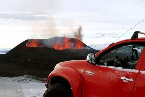 ภาพชุด Toyota Hilux แต่งพิเศษ ลุยภูเขาไฟ Eyjafallajökull ก่อนรอดตายหวุดหวิด