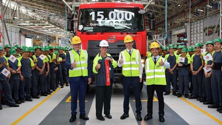 ยูดี ทรัคส์ ฉลองความสำเร็จยอดการผลิตเควสเตอร์ 15,000 คัน
