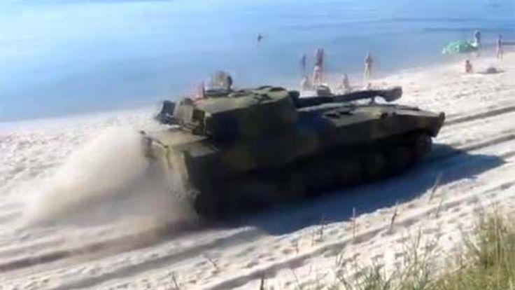 ทำอารมณ์ไม่ถูก! เมื่ออยู่ๆก็มีรถถังวิ่งผ่านชายหาดบอลติค ในประเทศรัสเซีย