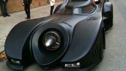 รถมนุษย์ค้างคาว โผล่กลางกรุงสต็อกโฮล์ม ดัดแปลงจาก Lincoln Continental รุ่นปี 1973