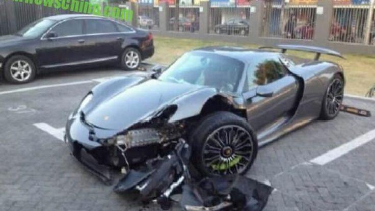 สลดเพื่อนสาวยืม Porsche 918 ชนยับคาต้นไม้  เนื่องจากเหยียบเบรกผิด ไปเติมคันเร่ง