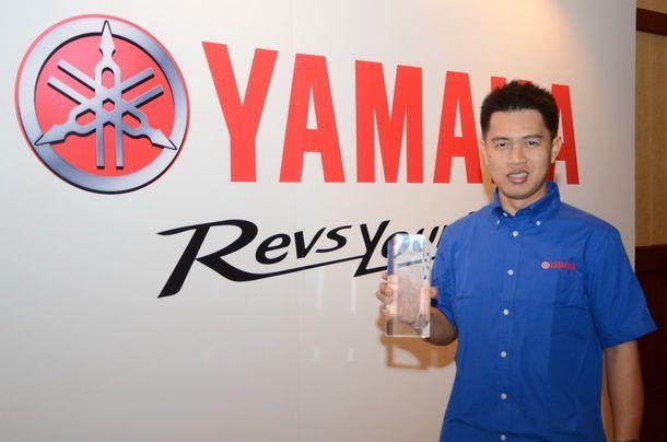 เดชา ไกรศาสตร์ รับรางวัล Yamaha Riders Award 2014
