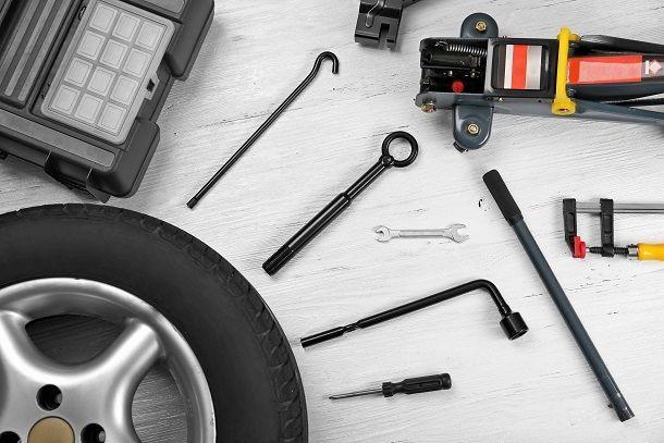 10 อุปกรณ์สำคัญ ที่ควรมีติดรถ