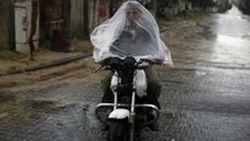15 เทคนิคระดับโปรเพื่อการขับขี่ที่ปลอดภัยในยามจำเป็นต้องลุยฝน