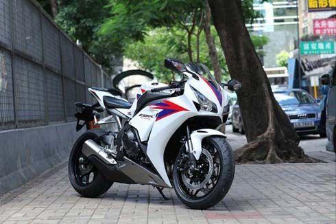 ชุดภาพไม่เป็นทางการ Honda CBR1000RR โฉมใหม่ปี 2012 ยังไม่มีอะไรน่าดึงดูด?!
