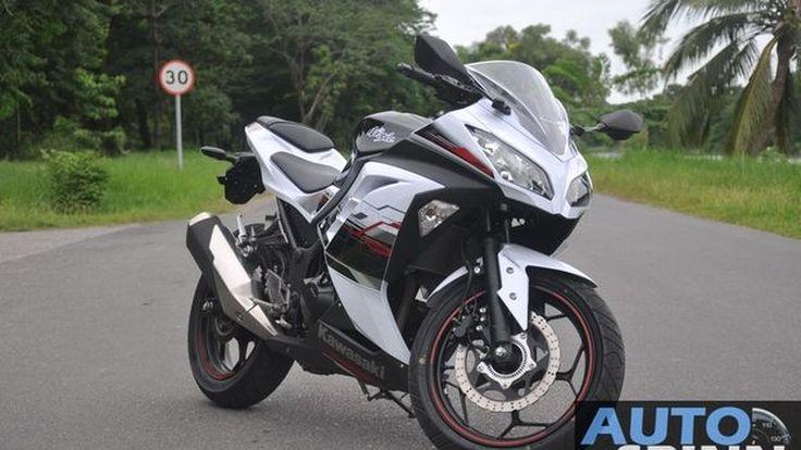 อ่านก่อนใครรีวิว 2013 Kawasaki Ninja300 ABS   VDO Review เดี๋ยวตามมาครับ