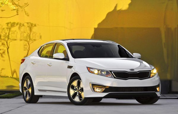 2013 Kia Optima Hybrid เปิดตัวพร้อมการอัพเกรดขุมพลังขับเคลื่อน