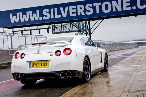 Nissan GT-R Track Pack Edition รุ่นปี 2013 พวงมาลัยขวา เริ่มขายแล้วที่อังกฤษ