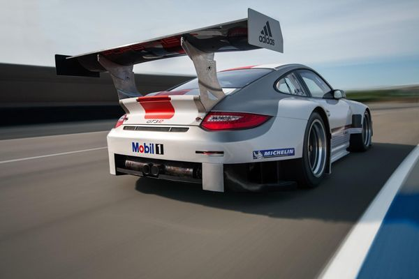 เผยโฉมซูเปอร์คาร์สายพันธุ์แข่ง Porsche 911 GT3 R 2013