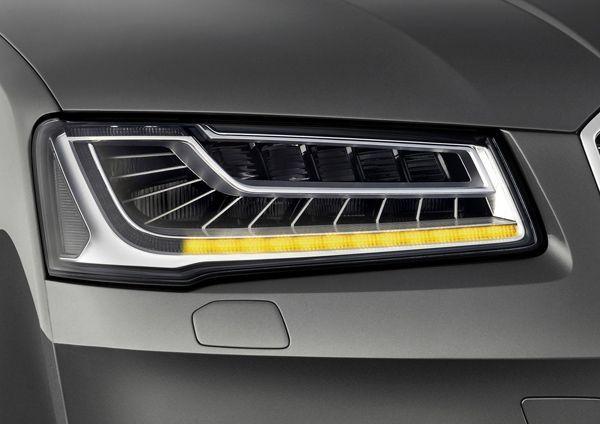ล้ำอีก 2014 Audi A8 มาพร้อมไฟเลี้ยว LED แบบวิ่งตามทิศทาง