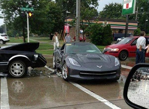 2014 Chevrolet Corvette Stingray ถูกทดสอบความแกร่งกลางลำโดย Lincoln