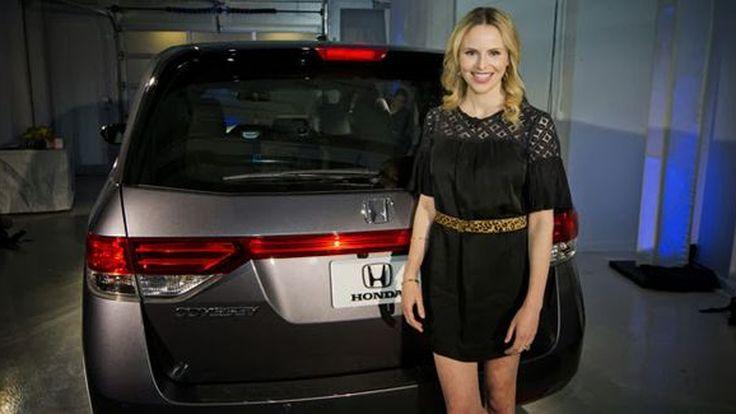 เป็นไปได้ Honda เรียกคืน 2014 Odyssey เพราะติดชื่อรุ่นผิดด้าน