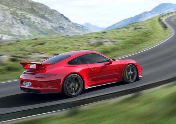 เปลือยเครื่องยนต์และแชสซีส์ 2014 Porsche 911 GT3 ผ่านวีดีโอล่าสุด